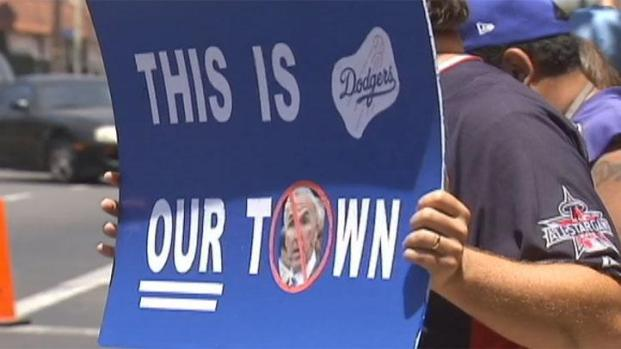 [LA] Dodger Fans Protest McCourt Ownership