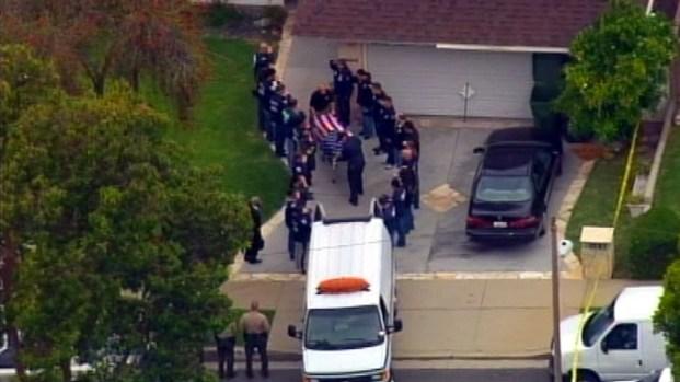[LA] ICE Agents Salute Colleague Outside Carson Home