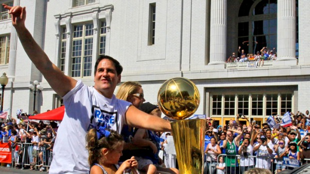 Scenes From the Mavs Victory Parade