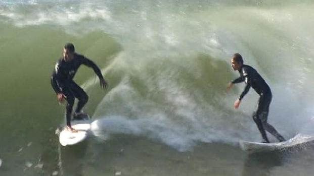 [LA] Surfers Take Advantage of High Surf