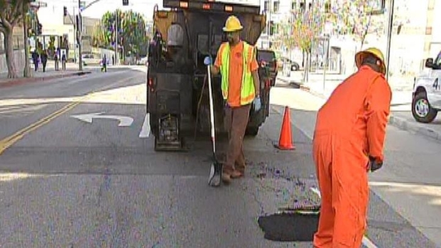 [LA] LA City Workers on Pothole Patrol