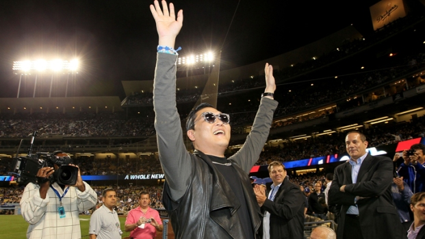 [NEWSC] Psy Dances for Crowd at Dodgers Stadium
