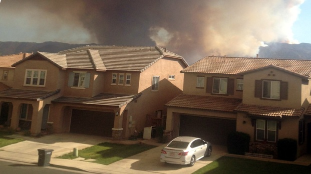 [PHOTOS]Falls Fire Burns Near Homes in Riverside Co.