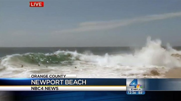 [LA] High Surf Hits Newport Beach's The Wedge
