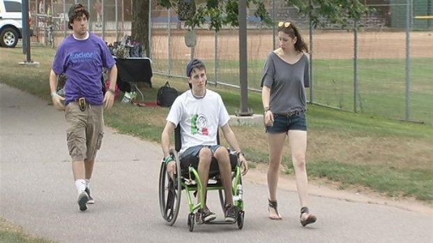 [HAR] Friends And Family Hold A Music Benefit For Paralyzed Teen