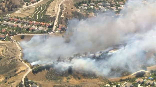 [LA GALLERY] Brush Fire Burns in San Fernando Valley