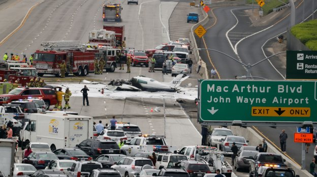 [la gallery] Photos: Aftermath of Fiery Plane Crash on 405 Freeway in Orange County