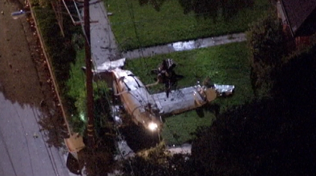 Cessna Lands Upside-Down in Front of Glendale Home