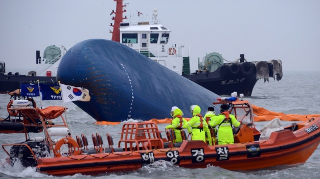 7 Dead as Search for Ferry Survivors Continues Off S. Korea