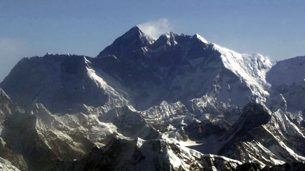 6 Dead After Avalanche Sweeps Mount Everest