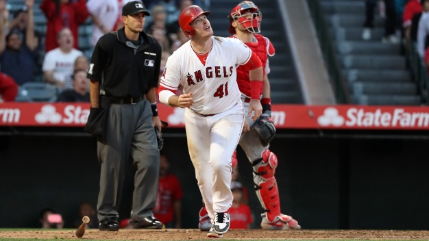 Bour's 2 HRs Power Angels Past Reds 5-1 for 2-Game Sweep
