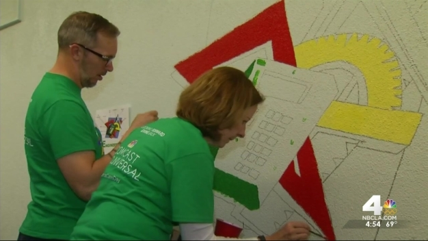 Comcast Cares Volunteers Revamp School
