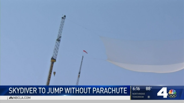 Daredevil to Jump 25000 Feet With No Parachute