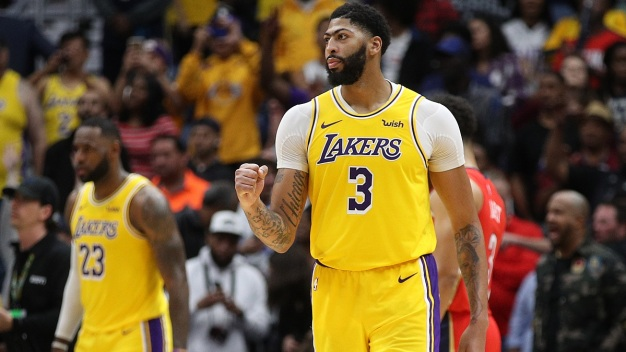 Anthony Davis Comes Up Big Late, Scores 41 in Return to New Orleans