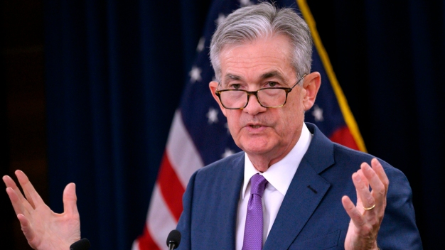 Powell Says Trump Trade Wars Complicate US Economic Outlook