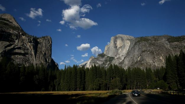 Yosemite Mountain Pass, Road to Close Ahead of Snowstorms