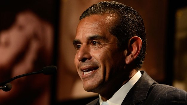 LA Mayor Heads For Exit With Jab at Candidates