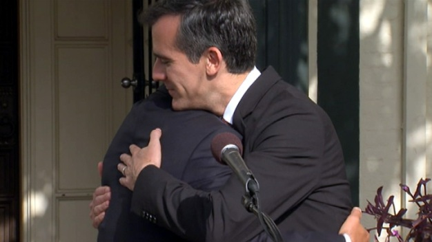 Garcetti, Villaraigosa Share Advice, Hug