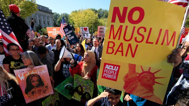 Hawaii Judge Extends Prohibition on Trump's Travel Ban
