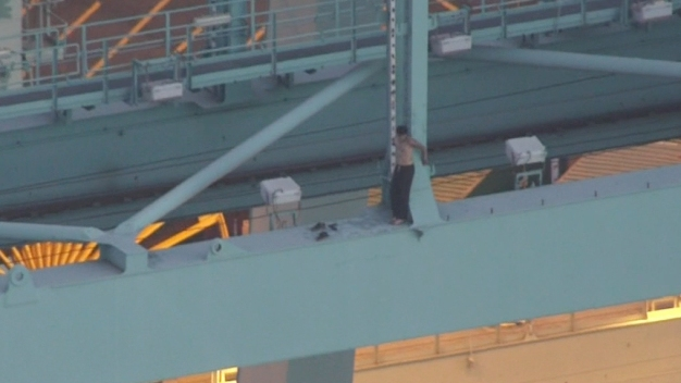 Port of LA Reviews Security After Man Plunges to His Death