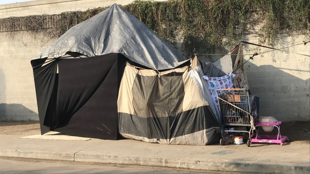 LA Can't Kick Its Homeless Off the Street Unless They've Got Beds for Them