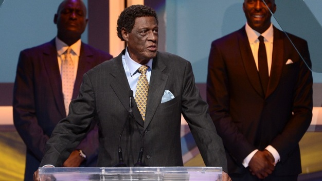 Lakers: Elgin Baylor Getting a Statue