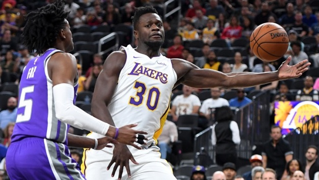 Lakers Sink in Sacramento 113-102