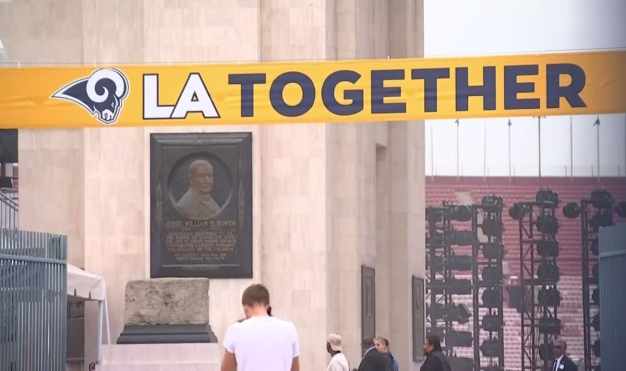 LA Rams Bring 'LA Together' to Honor Tragedy Victims and First Responders
