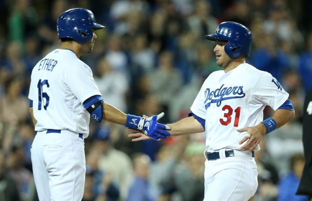 Dodgers Pound Out 11 Hits in Win