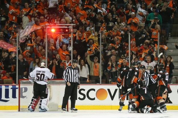 Ducks Beat Blackhawks 4-1 in Game 1