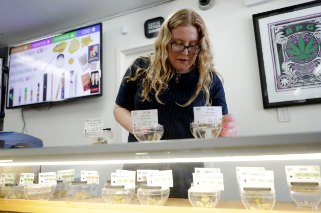 Women Cite 'Grass Ceiling' in Male-Dominated Weed Industry