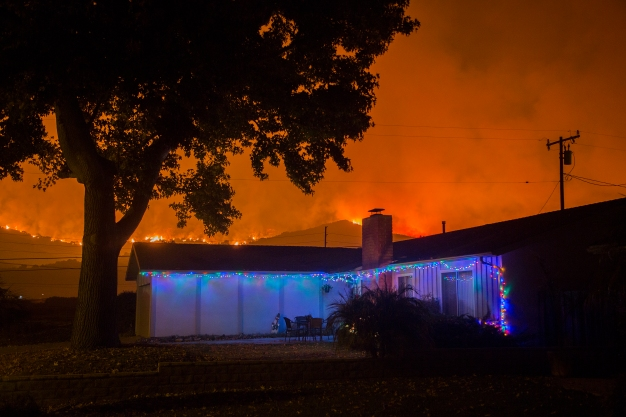 Dangerous Winds Threaten to Fan Roaring Thomas Fire