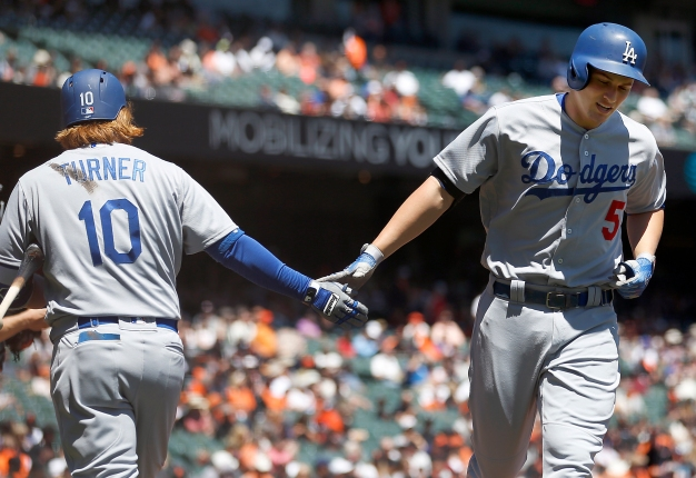 Seager's Birthday Homer Helps Dodgers Beat Giants