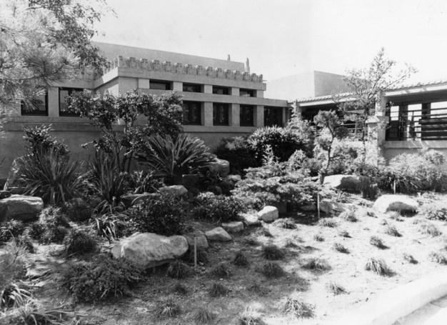 Frank Lloyd Wright's Hollyhock House Gets UNESCO Designation}