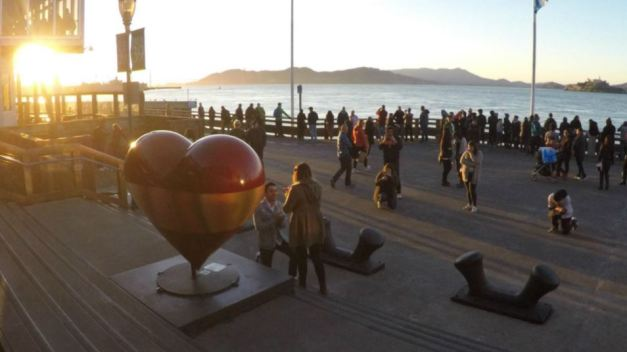 Tourist Captures Photo of Mystery Couple's Engagement in SF