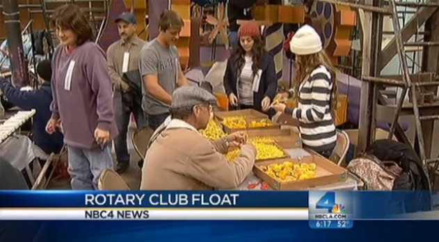 [LA] Volunteers Work Furiously to Finish Rose Parade Floats