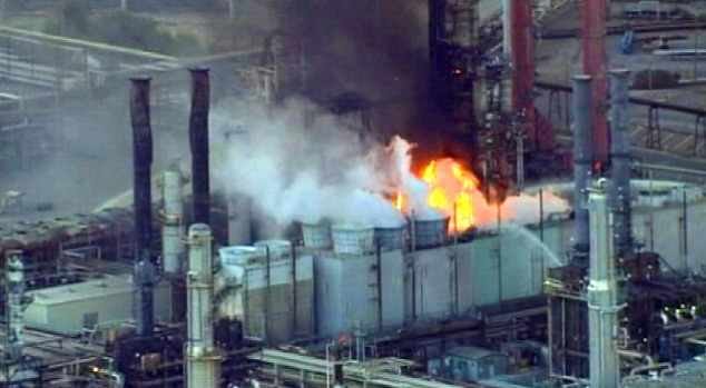 [BAY] Raw Video: Chevron's Richmond Refinery Burns