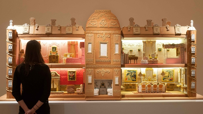 Amazing Gingerbread Manor Took 500 Hours To Make