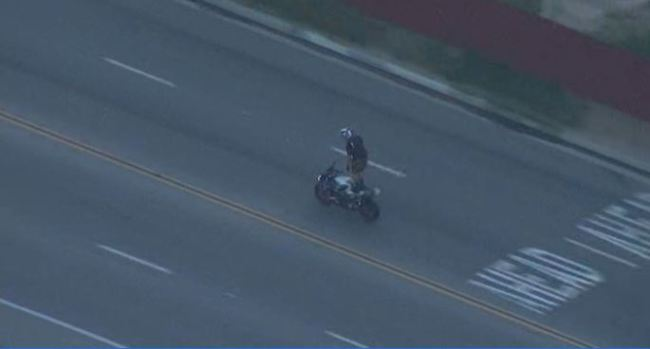 Wild, High-Speed Motorcycle Pursuit