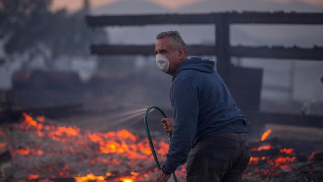 [LA -Creek Fire Photos] Sylmar Residents Wake to Thousands of Acres Burned in Creek Fire