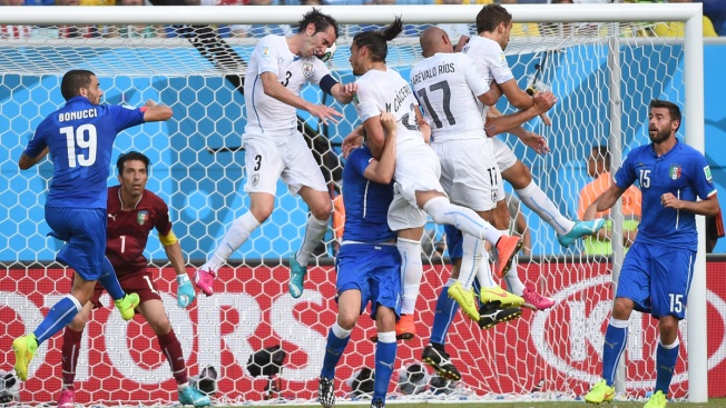 Uruguay Edges Italy 1-0 to Advance at World Cup