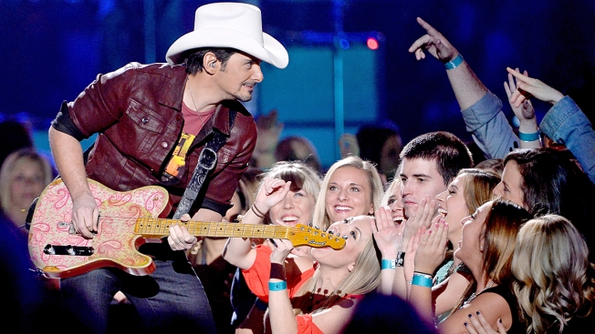 Brad Paisley Surprises Illinois High School Graduation