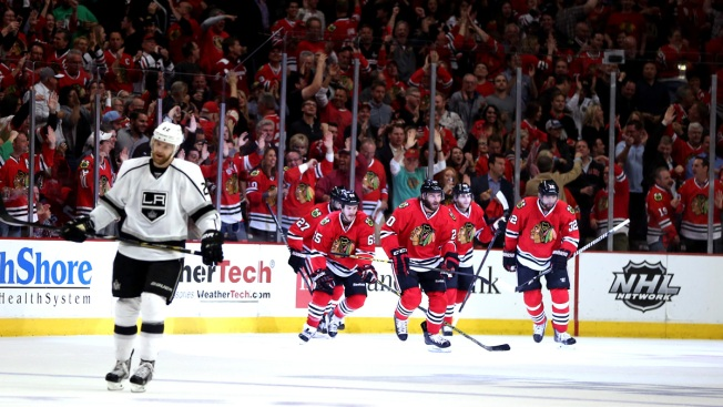 Blackhawks Beat Kings 5-4 in 2nd Overtime