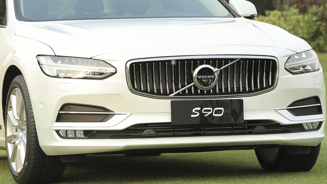 Volvo to Ditch Combustion Engines in First for a Major Carmaker