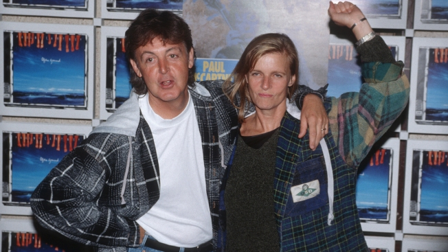 Ex-Beatle Paul Donates Linda McCartney Photos to V&A Museum