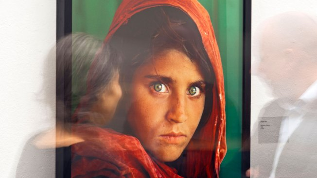Pakistan Deports National Geographic's 'Afghan Girl'