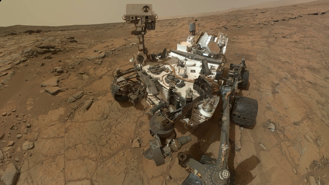 """Curiosity Rover Finds """"Active, Ancient Organic Chemistry"""" on Mars"""