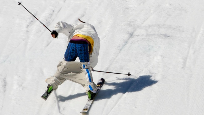 Naked Ambition: Skier's Pants Almost Fall Off in Slopestyle Final