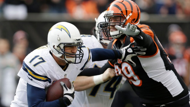 Chargers Rally for 27-10 Win Over Bengals