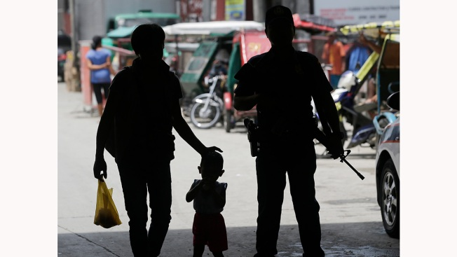 Islamic militants sweep through Philippine city